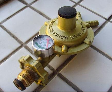 4液化气减压阀在安装使用时,应把旁通管道的截止阀打开,排除管路中图片