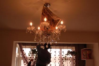 吊灯怎么安装 吊灯怎么固定在顶上的