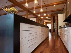 斜顶阁楼厨房装修效果图