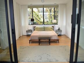 清新白色飘窗简约卧室装修风格