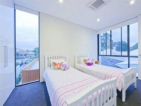 现代别墅卧室装修图片