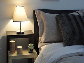 现代风格卧室床头装修图片