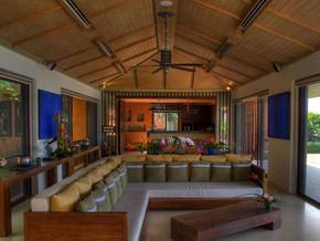 日式风格阁楼客厅吊顶装修效果图