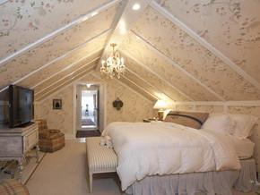 田园风格阁楼卧室壁纸装修效果图