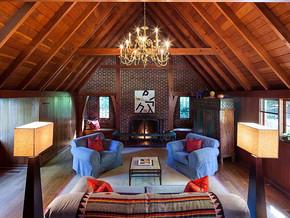 美式风格阁楼客厅背景墙装修效果图