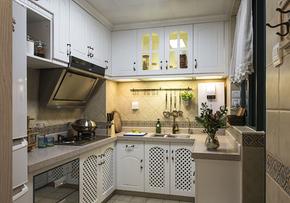 地中海风格厨房白色橱柜装修效果图