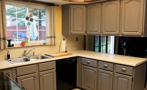 现代厨房橱柜颜色搭配装修效果图
