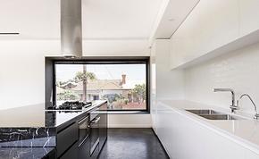 现代风格三居直线型厨房高端橱柜装修效果图
