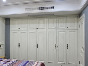 欧式风格白色大衣柜装修效果图