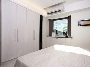 现代简约风格卧室衣柜装修效果图