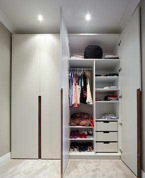 简约风格乳白色衣柜衣柜布局装修效果图