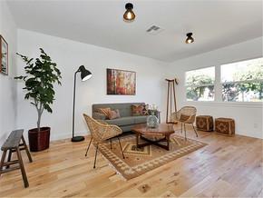 现代简约风格客厅一层别墅及阳台实用电视背景墙装修效果图