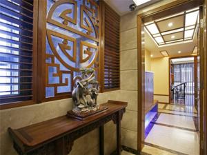优雅复古中式风格独特玄关装修实景图