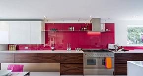 现代别墅枚红色整体橱柜装修效果图