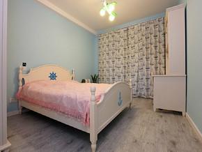 现代温馨卧室装修效果图
