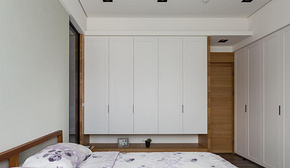 简约风格卧室白色衣柜装修效果图